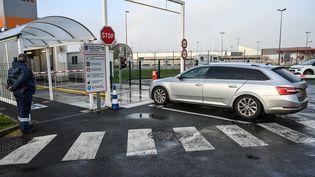 Une voiture sur le port de Calais (Pas-de-Calais), le 31 janvier 2020. (DENIS CHARLET / AFP)