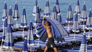 Parme les jobs d'été : plagiste. (VALERY HACHE / AFP)
