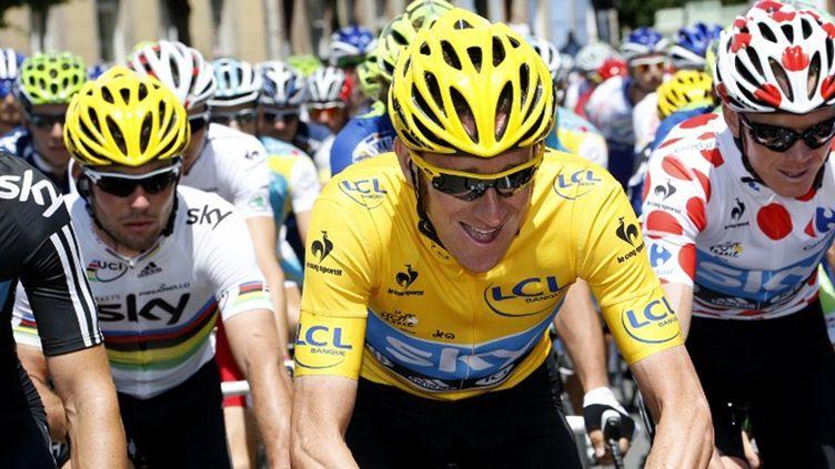 Wiggins en jaune avec ses coéquipiers Cavendish et Froome