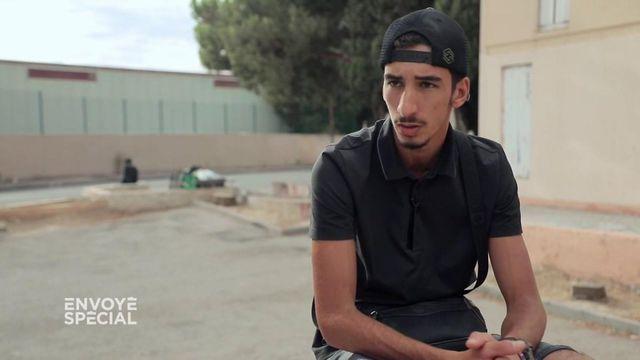 Envoyé spécial. A Marseille, Nasser a échappé au business de la drogue  mais pas l'adolescent  à quelques mètres de lui