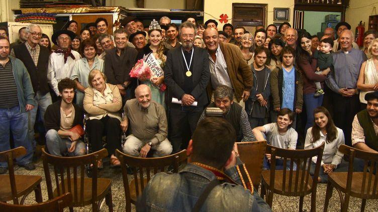 """Oscar Martinez (au centre) dans """"Citoyen d'honneur"""" de Mariano Cohn et Gastón Duprat  (Memento Films Distribution)"""