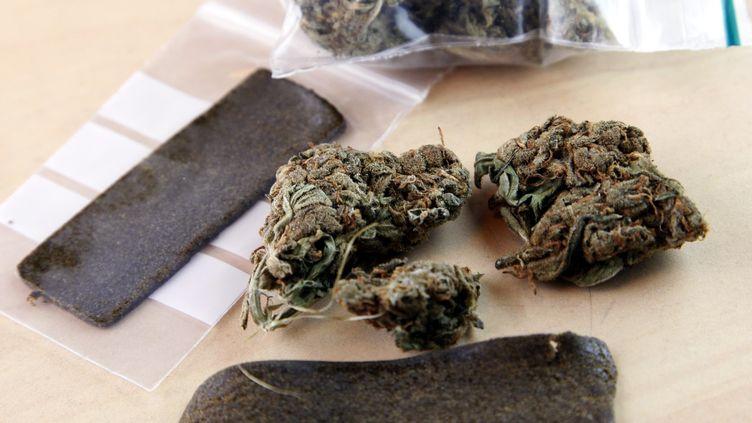 Le cannabis (ici, de la résine et de la marijuana) est la drogue la plus consommée en Europe. En France, 40,9% des personnes âgées de 15 à 64 ans en ont déjà consommé. (MAXPPP)