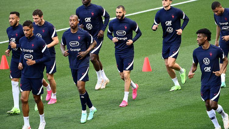 Lesjoueurs de l'équipe deFrance à l'entraînement à l'Allianz Riviera, le 1er juin 2021 (FRANCK FIFE / AFP)