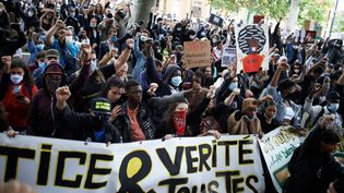 Une manifestation après la mort de George Floyd, organisée à Toulouse, le 10 juin 2020. (ALAIN PITTON / NURPHOTO / AFP)