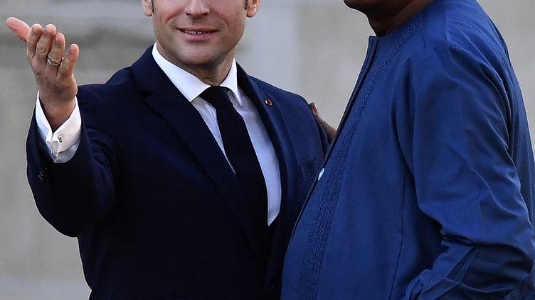 Emmanuel Macron et le président tchadien Idriss Déby, le 13 janvier 2020 à Paris. (GEORGES GOBET / AFP)