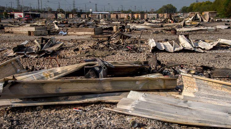 Le camp de migrants de Grande-Synthe (Nord) au lendemain de l'incendie qui l'a ravagé le 10 avril 2017. (PHILIPPE HUGUEN / AFP)