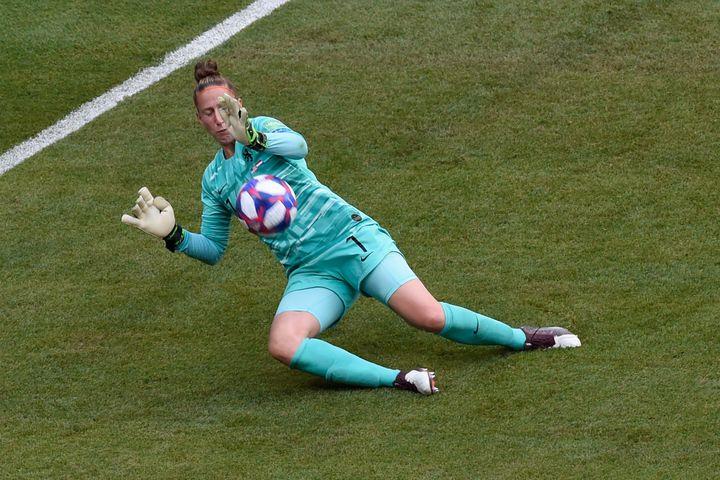 La gardienne des Pays-Bas, Sari van Veenendaal,en finale de la Coupedu monde de football, le 7 juillet 2019, à Lyon (Rhône). (JEAN-PHILIPPE KSIAZEK / AFP)