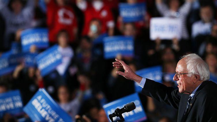 Bernie Sanders, candidat aux primaires démocrates, après sa victoire dans le New Hampshire, à Concord (Etats-Unis), le 9 février 2016. (SPENCER PLATT / GETTY IMAGES NORTH AMERICA / AFP)
