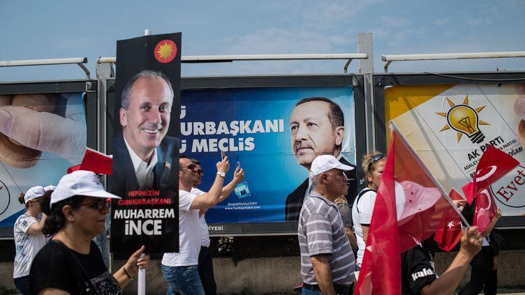 Les élections du dimanche 24 juin 2018 opposent entre autres le président sortant Recep Tayyip Erdogan au leader de l'opposition Muharrem Ince. (YASIN AKGUL / AFP)