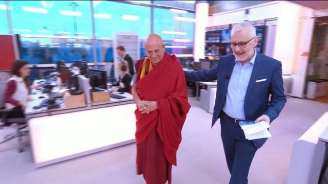 """Invité de Jean-Paul Chapel dans """":l'éco"""", Matthieu Ricard, célèbre moine bouddhiste, est venu parler d'économie à l'occasion de la sortie de son livre :""""À nous la liberté!""""."""