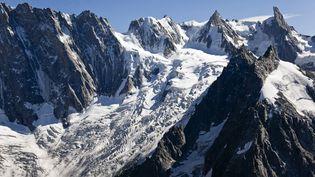 Vue aérienne du glacier de Leschaux et des grandes jorasses, dans le massif du Mont-Blanc, le 24 avril 2017. (PHILIPPE ROY / PHILIPPE ROY)