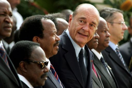 Jacques Chirac avec les chefs d'Etats du pré carré français lors du 10e sommet de la Francophonie à Ouagadougou (Burkina Faso), le 26 novembre 2004. (REUTERS)