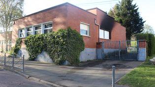 L'école maternelle Hachette, située rue Léon Blum à Lille, incendiée jeudi 22 avril 2021. (FRANCOIS CORTADE / RADIOFRANCE)