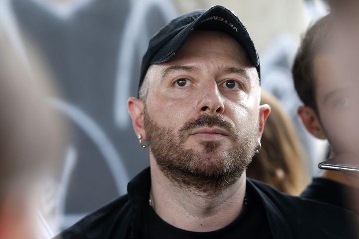 Demna Gvasalia, le créateur de la marque Vetements, le 1er juillet 2018 (GEOFFROY VAN DER HASSELT / AFP)