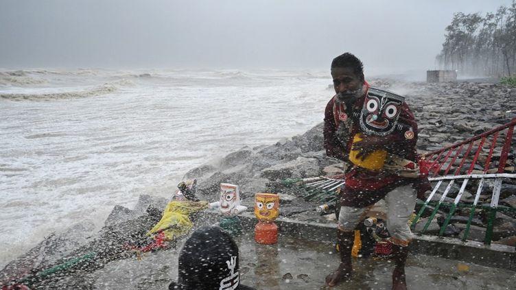 Le cyclone Yaas a touché les côtes orientales de l'Inde, le 26 mai 2021. (DIBYANGSHU SARKAR / AFP)
