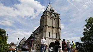 L'église de Saint-Etienne-du-Rouvray (Seine-Maritime) qui a été attaquée par deux terroristes. Ici, deux jours après l'attaque, le 28 juillet 2016. (CHARLY TRIBALLEAU / AFP)