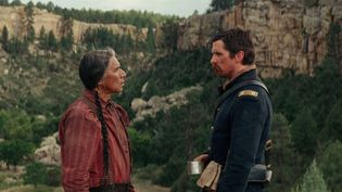 "Wes Studi et Christian Bale dans ""Hostiles"" de Scott Cooper  (Metropolitan FilmExport)"