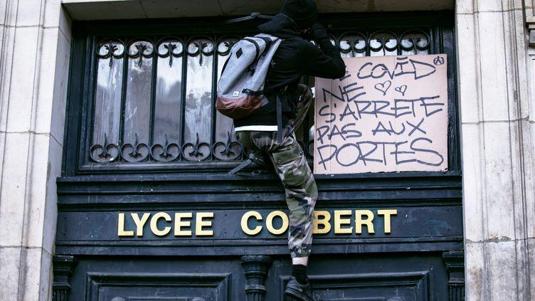 L'entrée du lycée Colbert, dans le 10e arrondissement de Paris, le 3 novembre 2020. (NO?MIE COISSAC / HANS LUCAS)