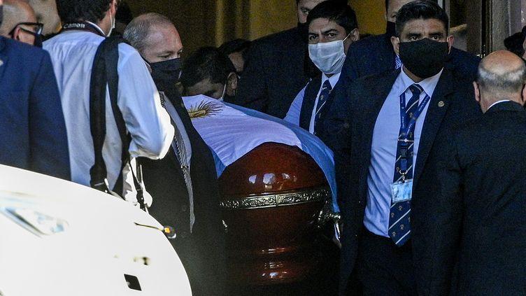 Le cercueil de Diego Maradona, à Buenos Aires (Argentine), le 26 novembre 2020. (JUAN MABROMATA / AFP)