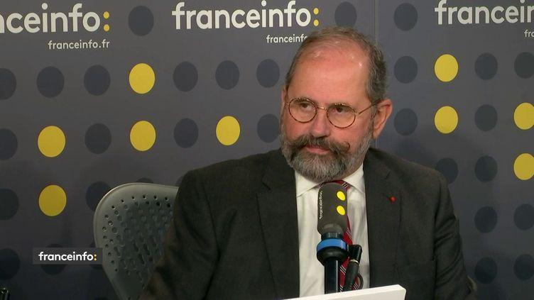 Philippe Laurent, maire UDI de Seaux et secrétaire général de l'Association des Maires de France, était l'invité de franceinfo mardi 19 novembre 2019. (FRANCEINFO / RADIOFRANCE)