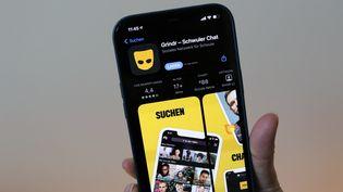 L'application de rencontres Grindr est utilisée par plus de 13 millions de personnes dans plus de 200 pays. (CHRISTOPH DERNBACH / DPA)