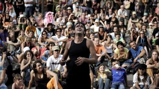 """Le maire de Chalon-sur-Saône reproche à l'Etat de ne pas avoir dépêché assez de forces policières pour assurer la sécurité du festival """"Chalon dans la rue"""".  (AFP PHOTO / AFP)"""
