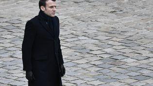 Emmanuel Macron lors d'une cérémonie aux Invalides, à Paris, le 28 février 2020. (STEPHANE DE SAKUTIN / AFP)