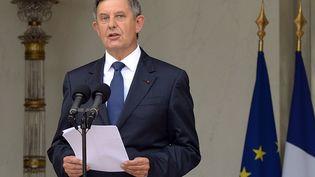 Le secrétaire général de la présidence de la République, Jean-Pierre Jouyet, annonce la liste du nouveau gouvernement, le 26 août 2014 à l'Elysée. (PIERRE ANDRIEU / AFP)