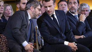 Le grand rabbin de France Haïm Korsia (g), avec Emmanuel Macron, à Paris en octobre 2019, lors de l'inauguration du centre européen du Judaïsme. (IAN LANGSDON / POOL)