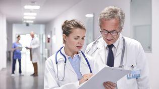 Pas moins de 700 médecins du Québec ont signé une pétition pour refuser leurs augmentations de salaires,et demandent au gouvernement d'investir dans l'amélioration du système de santé. (CAIA IMAGE/SCIENCE PHOTO LIBRARY / NEW)
