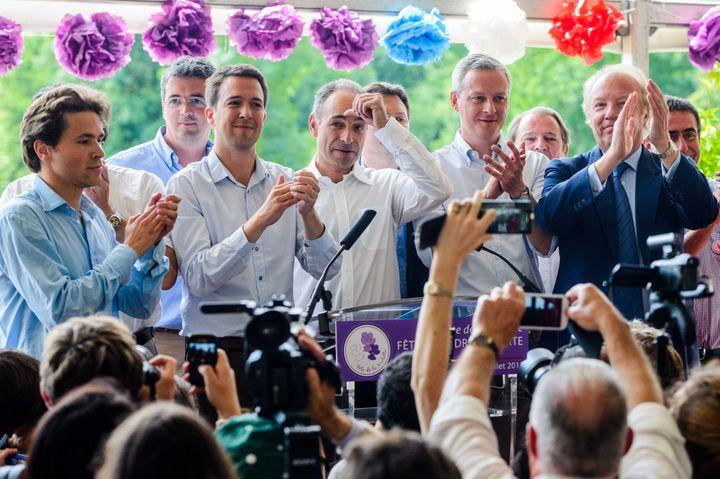 Les fondateurs de la Droite forte, Geoffroy Didier et Guillaume Peltier, le président de l'UMP, Jean-François Copé, le député Bruno Le Maire et le député européen Brice Hortefeux, le 6 juillet 2013 à la Fête de la violette, à La Ferté-Imbault (Loir-et-Cher). (MAXPPP)