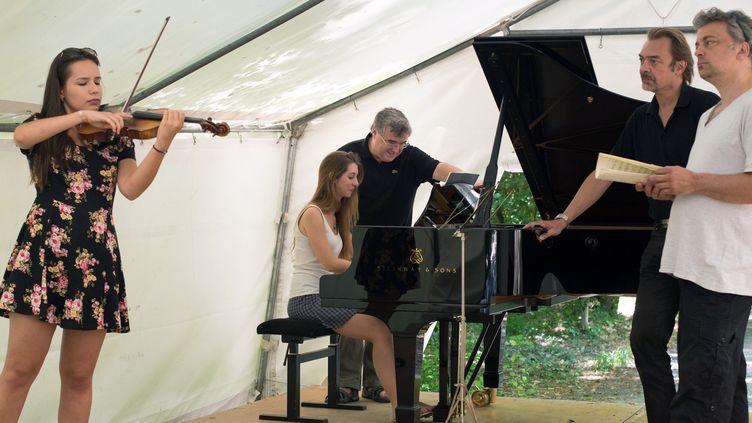 Le trio Wanderer donnera des master-classes à des étudiants choisis par les professeurs invités.  (BERTRAND LANGLOIS / AFP)