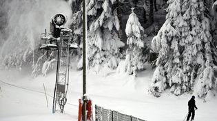 Un canon à neige à Gérardmer en 2015. (/NCY / MAXPPP)