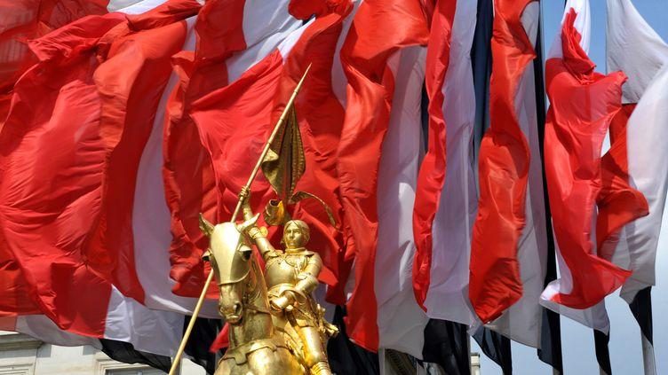 La statue de Jeanne d'Arc, place des Pyramides à Paris, le 9 mai 2010. (MIGUEL MEDINA / AFP)