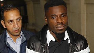 Serge Aurier, lors de son passage au tribunal, à Paris, le 26 septembre. (PATRICK KOVARIK / AFP)