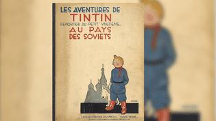 """Un album de la première édition de """"Tintin au pays des Soviets"""" (1930), proposé lors d'une vente aux enchères chez Artcurial, en 2013. (EFE / NEWSCOM / MAXPPP)"""