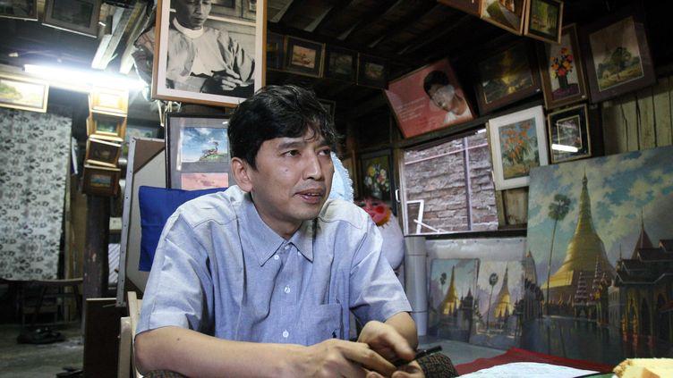 Le militant birman pro-démocratie Min Ko Naing, qui a passé la majeure partie de son temps en prison depuis 1988, le 11 janvier 2007 à Rangoun (Birmanie). (STR / AFP)