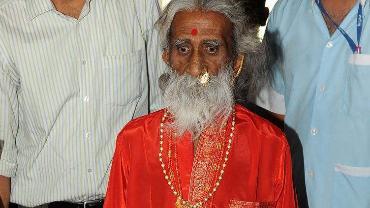 Prahlad Janiaprès une conférence de presse à Ahmedbad, le 6 mai 2010. (SAM PANTHAKY / AFP)