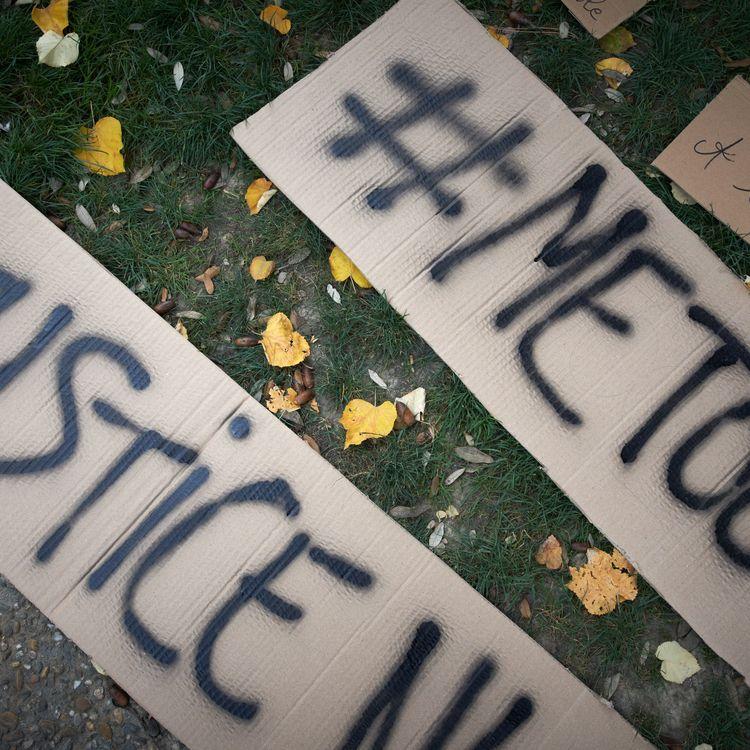 Des femmes manifestent pour dénoncer les violences sexuelles dont elles ont été victimes, le 29 octobre 2017, à Toulouse. (ALAIN PITTON / NURPHOTO / AFP)