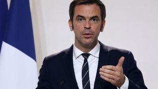 Le ministre de la Santé Olivier Véran s'exprime devant la presse au ministère de la Santé à Paris le 12 novembre 2020. (LUDOVIC MARIN / AFP)