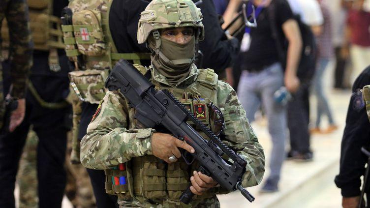 Un soldat irakien dans la ville de Bassorah, le 17 juillet 2018. (HAIDAR MOHAMMED ALI / AFP)