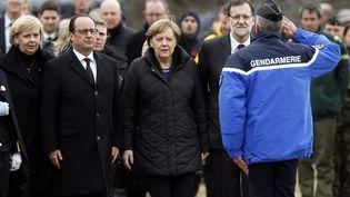 Le président français François Hollande, la chancelière allemande Angela Merkel, le premier ministre espagnol Mariano Rajoy, à leur arrivée à Seyne-les-Alpes, le 25 mars 2015, près de l'endroit où un Airbus A320 s'est écrasé la veille avec 150 personnes à son bord. (MAXPPP)