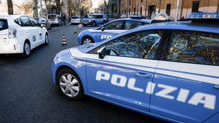 Des véhicules de police, à Rome (Italie), le 24 décembre 2016. (ANDREAS SOLARO / AFP)