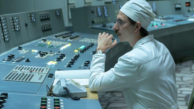 """Dans la série """"Chernobyl"""", untechnicien quelques minutes avant l'accident qui va faire exploser le cœur du réacteur de la centrale. (H2019 HOME BOX OFFICE)"""