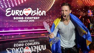 Måns Zelmerlöw chante lors de la 60e édition de l'Eurovision, samedi 23 mai 2015 à Vienne (Autriche). (SAMUEL KUBANI / AFP)