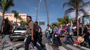 Des migrants, pour la plupart Honduriens, sont arrivés le 13 novembre 2018 à Tijuana (Mexique), ville-frontière avec les Etats-Unis. (GUILLERMO ARIAS / AFP)