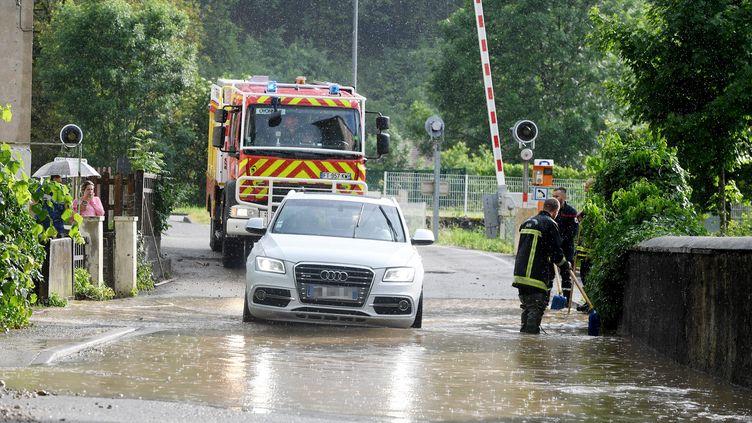 Une rue inondée à Nantua (Ain), le 10 juin 2021. (MAXPPP)