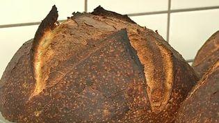 À Sedan (Ardennes), un boulanger a récréé le pain militaire. Un succès retentissant au goût d'antan. (France 3)