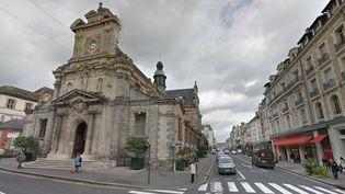 L'église Saint-Louis de Fontaineableau (Seine-et-Marne) a été la cible de plusieurs départs de feu, dimanche 10 janvier 2016. Il y ad'importants dégâts. (GOOGLE MAPS)