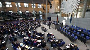 Le Bundestag, chambre haute du Parlement allemand, en session à Berlin (Allemagne) le 21 octobre 2011. (JOHN MACDOUGALL / AFP)